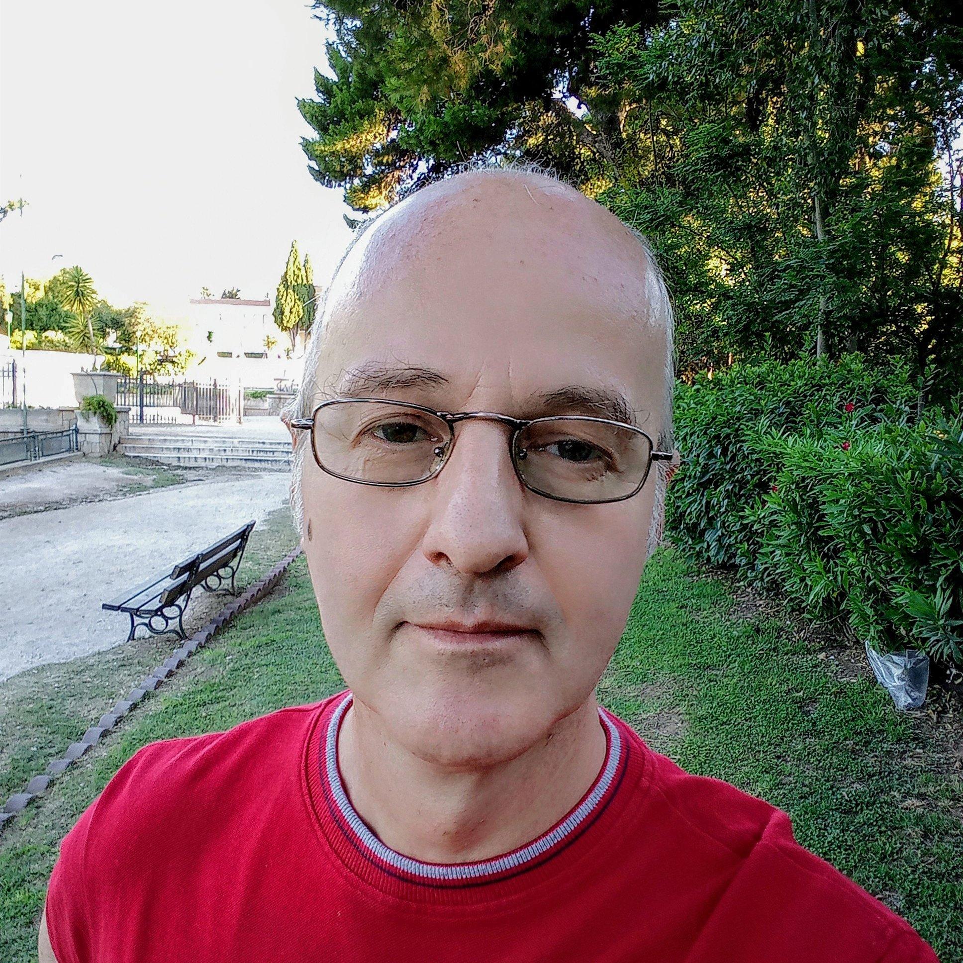 ΑΘΑΝΑΣΙΟΣ ΚΟΛΛΥΡΗΣ : Social Media Manager, Content Manager, UX Designer
