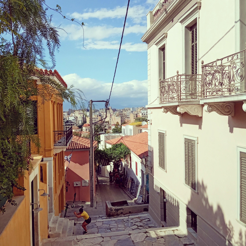 Θέα από ψηλά στήν Πλάκα - View from the top in Akropolis