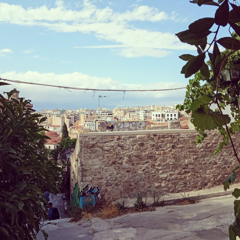 Η Αθήνα από ψηλά στά Αναφιώτικα - Athens view from Anafiotika
