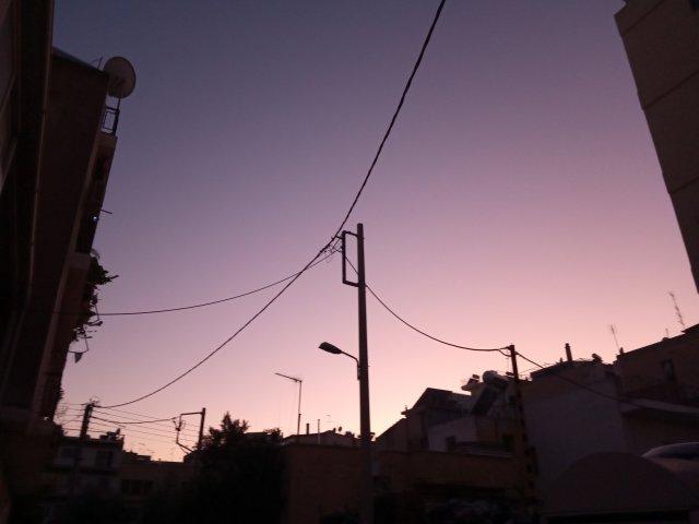 Πέφτει η νύχτα στήν πόλη - The night is falling in town